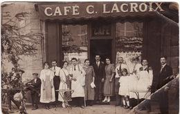 42 ROANNE CARTE PHOTO **Café C.LACROIX**  Café Situé à L'angle Rue St-Alban (plaque De Gauche) Et Rue Victor Hugo) - Roanne