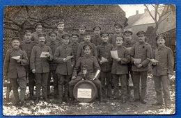Carte Photo  -    Soldats Allemands    - Dans Un Village - Club De Chant  -  Carte Molle - War 1914-18