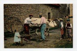 - CPA AGRICULTURE - LA VIE AUX CHAMPS - Le Ferrage Des Boeufs 1917 (belle Animation) - Edition Le Deley - - Attelages