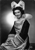 29 - Pont-Aven - Beau Cliché D'une Jeune Demoiselle En Costume - Coiffe - Trachten