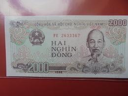 VIETNAM 2000 DÔNG 1988 PEU CIRCULER/NEUF - Vietnam