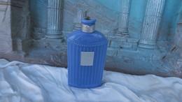 Ancien Flacon à Parfum De Collection En Verre Bleu,parfumerie  Lengyel, Lait Ivella - Flesjes (leeg)