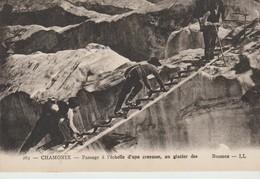 C.P.. - CHAMONIX - PASSAGE A L'ECHELLE D'UNE CREVASSE - AU GLACIER DES BOSONS - L. L. - 265 - Chamonix-Mont-Blanc