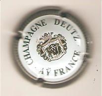 CAPSULE MUSELET CHAMPAGNE  DEUTZ AY FRANCE N° 30a ( Or Et Blanc Contour Gris Strié) - Deutz