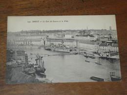BREST - Le Port De Guerre Et La Ville - Brest