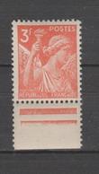 FRANCE / 1944 / Y&T N° 655 ** : Iris 3F BdF - Gomme D'origine Intacte - Francia