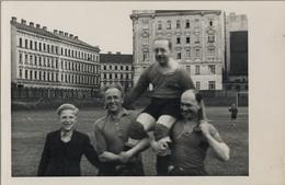 ANTIGUA TARJETA POSTAL SIN CIRCULAR , FÚTBOL , SOCCER , SIN IDENTIFICAR , ECHTE PHOTOGRAPHIE - Fútbol