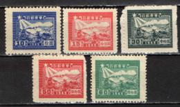 CINA ORIENTALE - 1949 - TRENO E CORRIERE POSTALE - SCRITTA 1949 - NUOVI SENZA GOMMA - Cina Orientale 1949-50