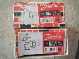 DANFOSS - 2 Corps De Vanne Thermostatique De Radiateur - Type RAV 15/8 - Avec Notices Et Boîtes - - Technical