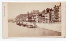 """* - Photo De Lyon Notée Au Dos """"Quai Fulchiron"""" Bateau-lavoir, Péniches - Format CDV - Muzet Et Joguet - Photographs"""