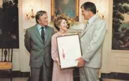 US First Lady Nancy Reagan & Forrest Gregg & Kirk Douglas American Cancer Society Award, C1980s Vintage Postcard - People
