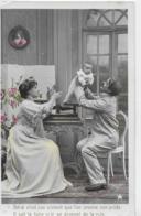 AK 0207  Eltern Legen Ihr Baby Auf Eine Waage - Motiv Um 1920-30 - Gruppen Von Kindern Und Familien
