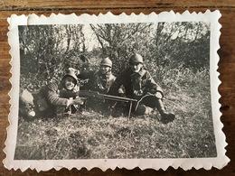 PETITE PHOTOGRAPHIE FUSIL MITRAILLEUR FRANCAIS ET SOLDATS FRANCAIS - Guerre, Militaire
