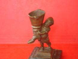Pyrogène Bronze Petitpoucet Et Botte De 7 Lieues - Pyrogènes