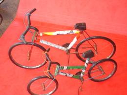 Lot De 2 Vélos En Tôle Faits Dans Des Boîtes De Conserve . - Other Collections