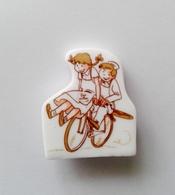 Fève Perso Publicitaire Boulangerie  Ronde Des Pains Couple Vélo - Autres