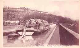47 - Agen - Passage D'une Péniche Chargée De Tonneaux Sur Le Pont-Canal - N°1- Belle Animation - Agen