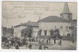 88 - ESCLES - Place Du Marché Et Sortie De Messe ** Belle Animation ** / 1845 A - France