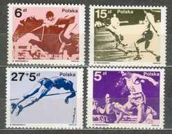 POLAND MNH ** 2675-2678 SPORTIF HIPPISME CHEVAL FOOTBALL Soccer - Ungebraucht