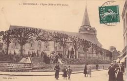 76. DOUDEVILLE. CPA . L'EGLISE. SORTIE DE MESSE. ANNÉE 1909 - France