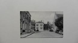 France > [71] CPA :Saône Et Loire :Crespières:Place De L'église - Altri Comuni