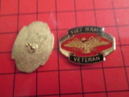 2117 Pin's Pins / De Belle Qualité Et Rare / THEME MILITARIA : VIET-NAM VETERAN Et T'en Es Fier ? - Militaria