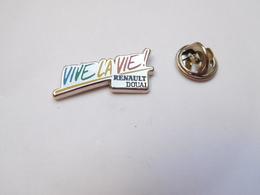 Superbe Pin's , Auto Renault , Vive La Vie , Renault Douai - Renault