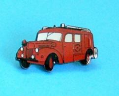 1 PIN'S //   ** CAMION POMPIER FPT BERLIET GLC ** . (© Qualité Collectors Série Limitée Paris) - Pompieri