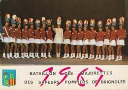 Var : BRIGNOLES : Majorettes - Bataillon Des Majorettes Des Sapeurs Pompiers De Brignoles ( 1967 ) Grand Format - Brignoles