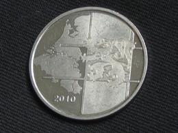 Petite Médaille Ou Jeton - BENELUX 2010   **** EN ACHAT IMMEDIAT **** - Royaux / De Noblesse