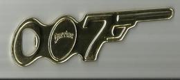 Decapsuleur PERRIER   Pistolet 007 Tres Bon Etat  ..gun Logo Symbol 007. 1962 Danjaq Inc And UAC ALL Rights Reserved - Destapador/abrebotellas