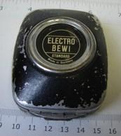 Lot. 1040. Photomètre Posemètre ELECTRO BEWI Modèle Pour LEICA - Appareils Photo