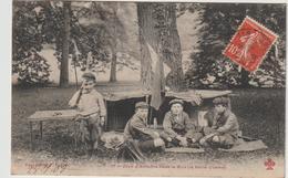 Enfant :  Jeux D   ' Enfants  Dans Le  Bois ( La  Petite  Guerre  ) - Gruppen Von Kindern Und Familien