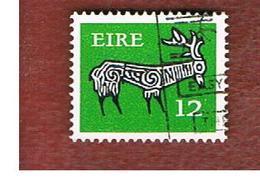 IRLANDA (IRELAND) -  SG 355a  -    1977  STILYZED STAG 12   - USED - 1949-... Repubblica D'Irlanda