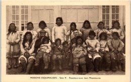 GROENLAND -- Missions Esquimaudes --  Esquimaux Avec Leurs Missionnaires - Greenland