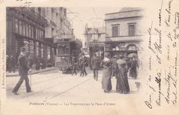 (43)   POITIERS - Les Tramways Sur La Place D' Armes - Poitiers