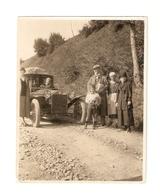 FO--00096-- FOTO ORIGINALE - AUTO (FORSE LANCIA ) CON GRUPPO FAMILIARE-SUL RETRO TRENTINO 1925 - Automobili