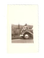 FO--00097-- FOTO ORIGINALE -AUTO NON IDENTIFICATA - RAGAZZA - Automobili