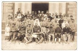 MILITARIA - CARTE PHOTO - Hopital ? - GROUPE DE BLÉSSÉS MILITAIRES - Photographe MULARD, Yerres - Guerre 1914-18