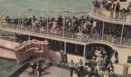 ETATS UNIS. NEW YORK. CPA COLORISÉE RARE. CONEY ISLAND. CROWDS GOING ON ECURSION BOAT - Long Island
