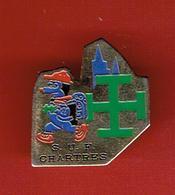 SCOUTS UNITAIRES DE FRANCE CHARTRES SUF SCOUT SCOUTISME CATHEDRALE PINS EN BON ETAT - Scoutismo