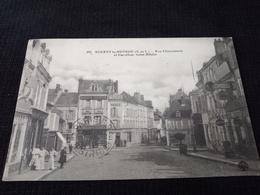 Ancienne Carte Postale Cpa Rare Nogent Le Rotrou Rue Charonnerie Et Carrefour Saint Hilaire Animée Commerces - Nogent Le Rotrou