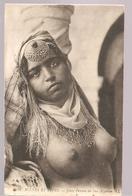 Algérie  Scènes Et Types Jeune Femme Du Sud Algérien Seins Nus N°6676 LL De 1920? - Algérie