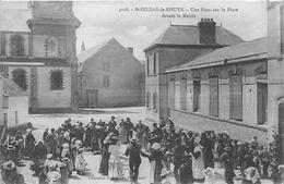 ¤¤  -  SAINT-GILDAS-de-RHUYS   -  Une Noce Sur La Place Devant La Mairie    -   ¤¤ - Other Municipalities