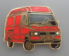 PIN'S   MERCEDES BENZ  Fourgon Rouge Type Sprinter 308  / Pin's Signé Ferrier / Pièce En EGF - Mercedes