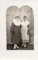 93Mq   Carte Photo 04 Riez 2 Jeunes Filles En Costume Folklorique En 1929 - France