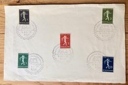 Nederland 1939, Kinderzegels Op Een Vel Papier Met Stempel: A'damsche Postzegelsocieteit Stedelijk Museum - Periode 1891-1948 (Wilhelmina)