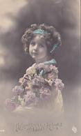Jolie Carte Fantaisie - Portrait Enfant - FILLETTE Bouclée Couverte De Fleures  - A Voir 2 Scans - Portraits