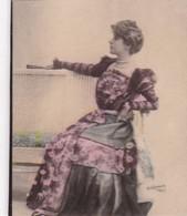 SANS DESCRIPTION, FEMME. REUTHLINGER. COLORISE. CARD TARJETA COLECCIONABLE TABACO. CIRCA 1915 SIZE 4.5x5.5cm - BLEUP - Personnes