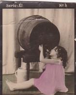 LITTLE GIRL DRINKING ALCOHOL. HABANILLOS. COLORISE. CARD TARJETA COLECCIONABLE TABACO. CIRCA 1915 SIZE 4.5x5.5cm - BLEUP - Personnes